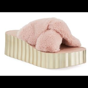 Tory Burch gorgeous pink faux fur slides Size 9